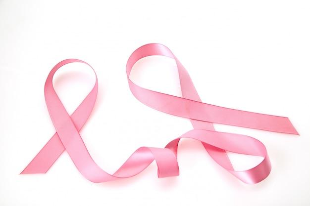 Gekräuseltes rosafarbenes farbband auf weiß