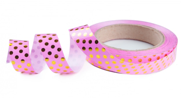Gekräuseltes rosafarbenes farbband getrennt auf weiß