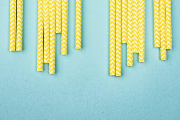 Gelb mit weißen streifen strohhalmen