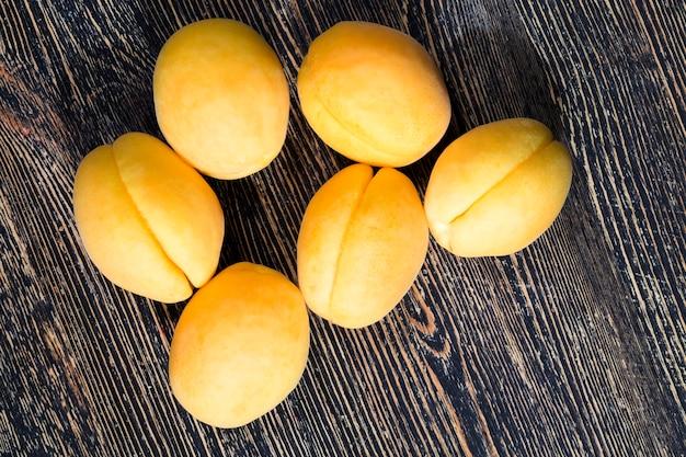 Gelbe aprikosen