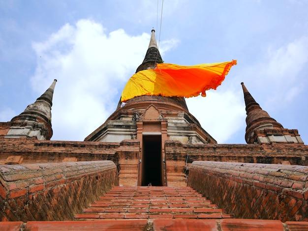 Gelbe decken beherbergen pagoden.