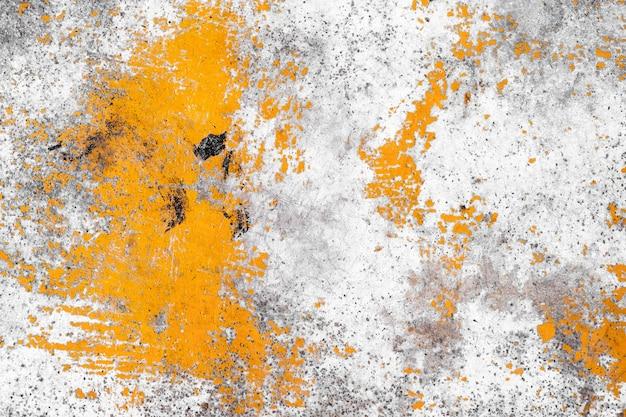 Gelbe farbe der schmutzbetonmauer für beschaffenheitshintergrund