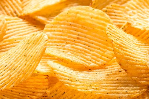 Gelbe gesalzene kartoffelchips