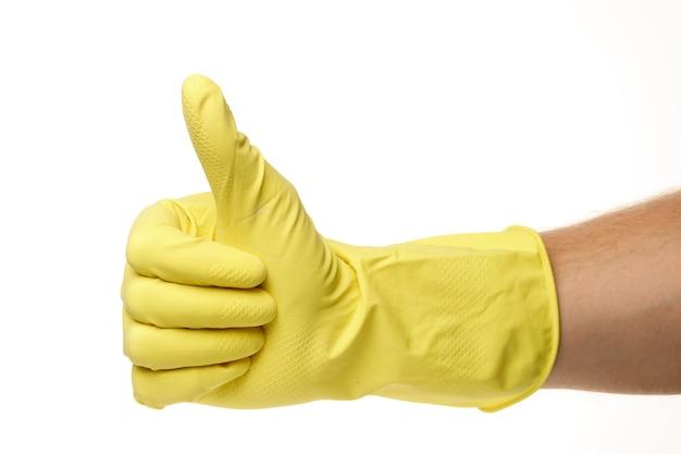 Gelbe haushaltshandschuhe und ähnliches als symbol der reinigung