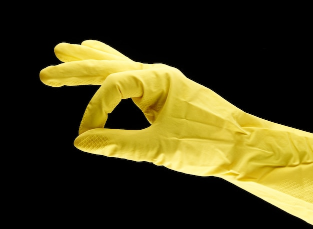 Gelbe haushaltshandschuhe und okay als symbol für die reinigung