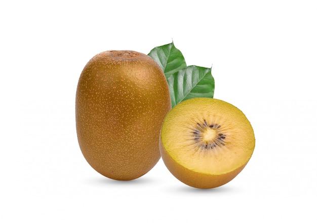 Gelbe kiwifrucht auf weißem hintergrund