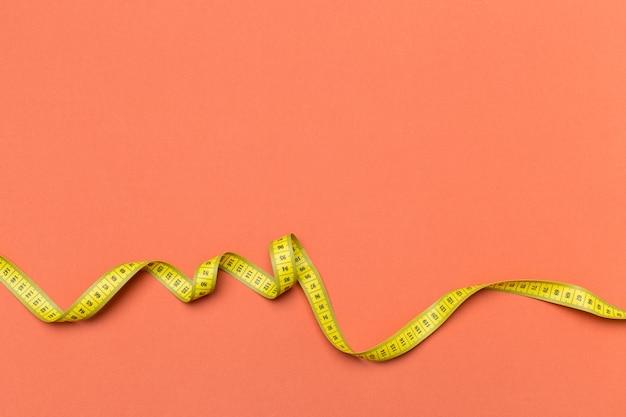 Gelbe plastikmaßband draufsicht