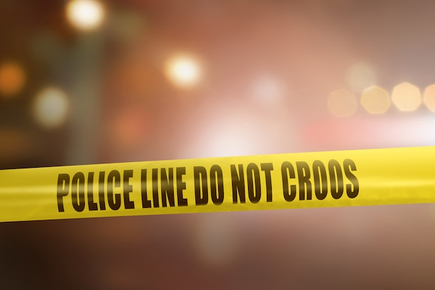 Gelbe polizeilinie bandzeichen für schutzverbrechensschauplatz