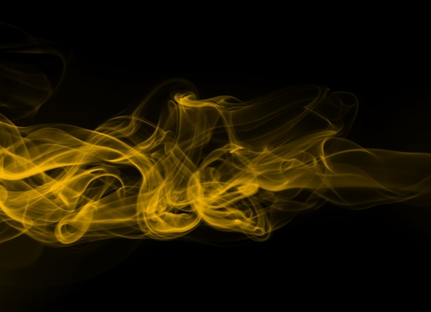 Gelbe rauchzusammenfassung auf schwarzem hintergrund, feuerdesign