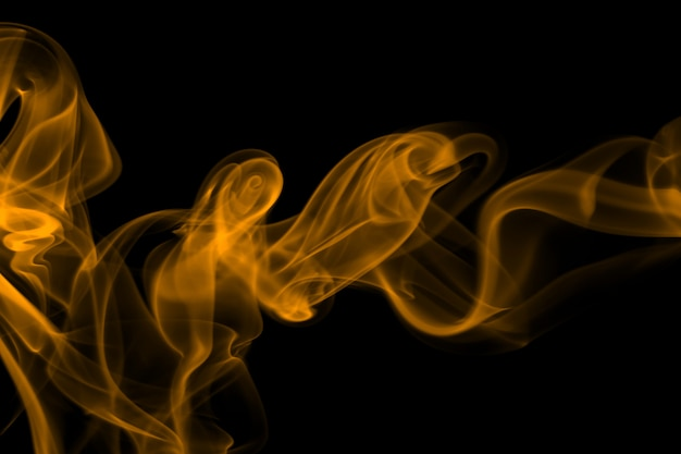Gelbe rauchzusammenfassung auf schwarzem hintergrund