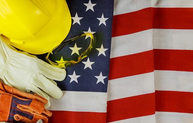 Gelbe schutzhelmkonstruktionshelm-lederhandschuhe der vereinigten staaten von amerika kennzeichnen glücklichen arbeitstag