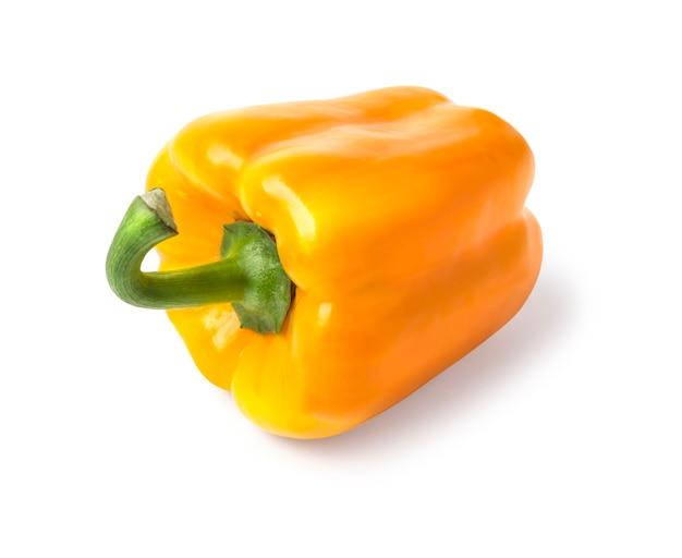 Gelbe süße paprika isoliert auf weiß