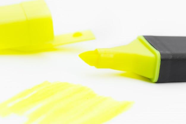 Gelbe textmarker und kritzeleien