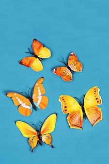 Gelbe und orange schmetterlinge