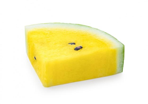 Gelbe wassermelone auf weißem tisch.