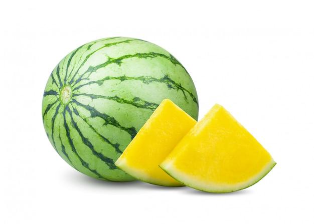 Gelbe wassermelone mit scheiben isoliert