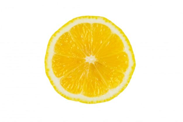 Gelbe zitrone auf weißem hintergrund. isoliert. zitronen isolieren. die hälfte der zitrone