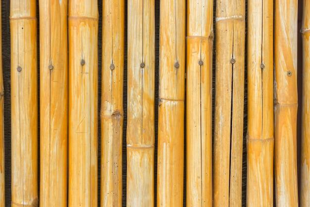 Gelber bambuszaunhintergrund
