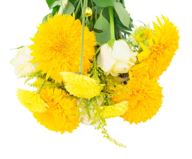 Gelber herbststrauß isoliert auf weißem hintergrund