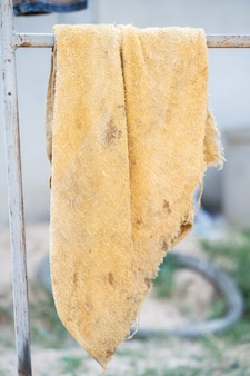 Gelber lappen, schmutziges tuch. schmutzige handtücher.