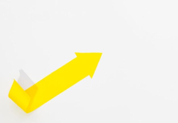 Gelber pfeil zeigt zur rechten oberen ecke