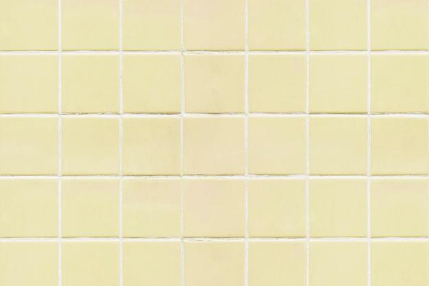Gelber quadratischer mit ziegeln gedeckter beschaffenheitshintergrund