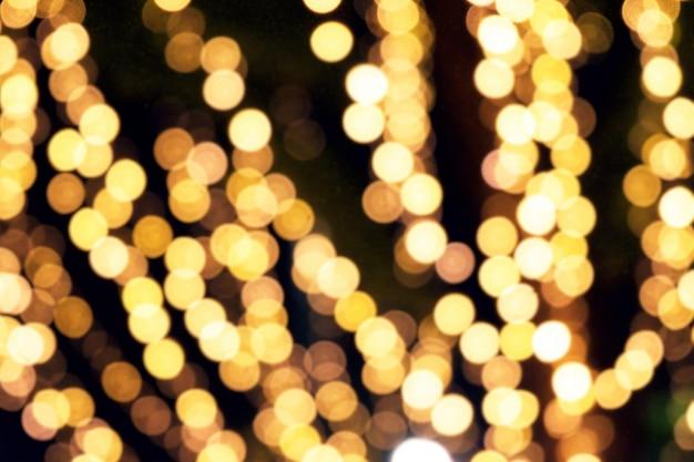 Gelbes bokeh licht des festivals in der nacht. unscharfes licht.