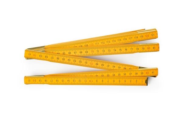 Gelbes konstruktionsband lokalisiert auf weiß