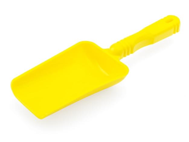 Gelbes schulterblatt auf weißem hintergrund.