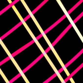 Gelbes und rosa helles gitter auf schwarzem hintergrund
