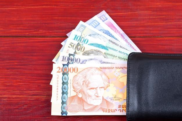Geld aus armenien in der schwarzen brieftasche