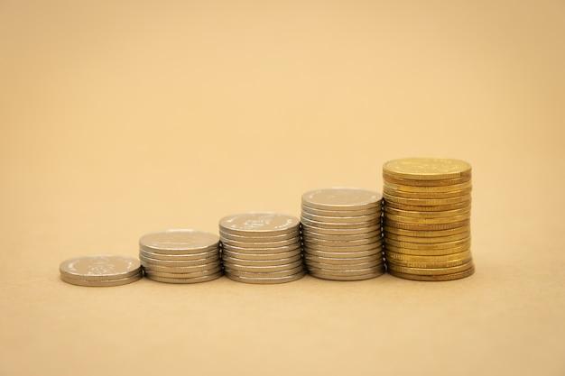 Geld-, finanz-, geschäftswachstumskonzept, stapel münzen tinvestment-analyse