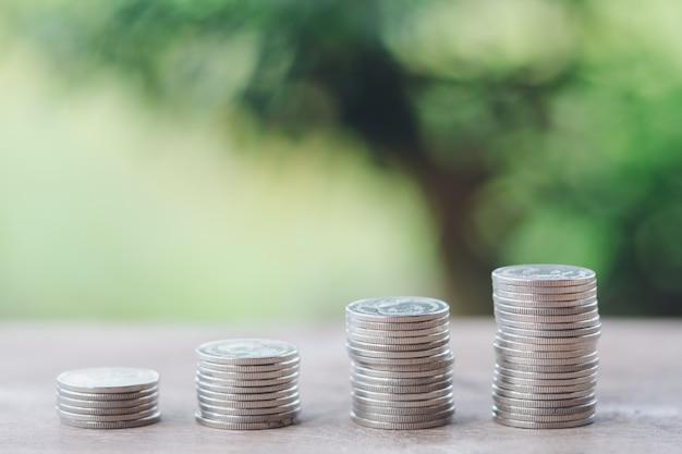 Geld, finanz-, geschäftswachstumskonzept, stapel münzen zum denken und zur planung.