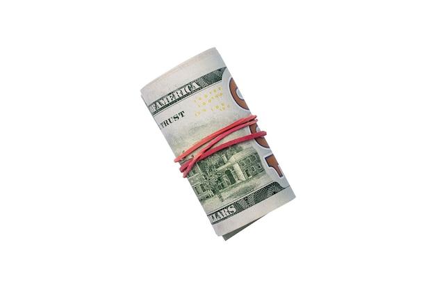 Geld rollte in einer röhre auf einem hellen weißen hintergrund zusammen. banner. flache lage, draufsicht.