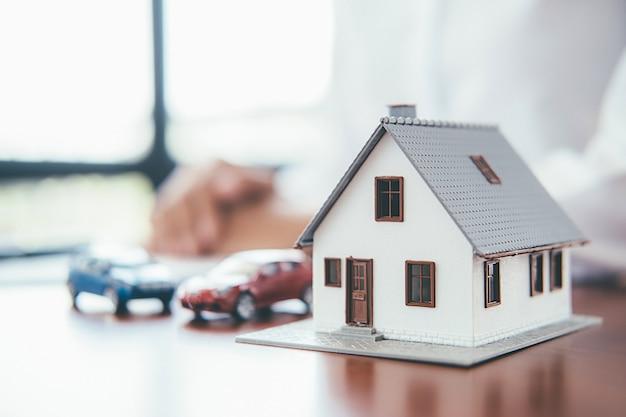 Geld sparen für haus und immobilien.