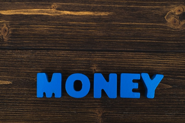 Geld-text beschriftet wort auf holz