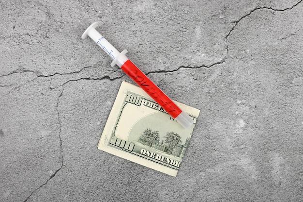 Geld und coronavirus. schmutziges geld. neues coronavirus 2019-ncov