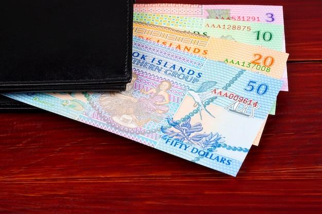 Geld von cook islands in der schwarzen geldbörse