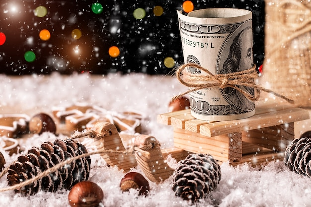 Geld-weihnachtsgeschenk mit hölzernem schlitten