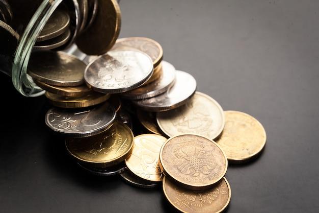Geldglas mit münzen