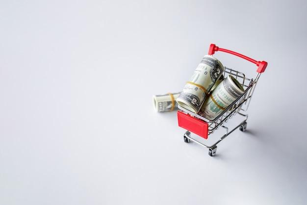 Geldkonzept. dollarschein auf weißem tisch