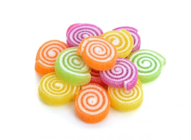 Gelee süß, aroma obst, süßigkeiten dessert bunt auf weißer oberfläche
