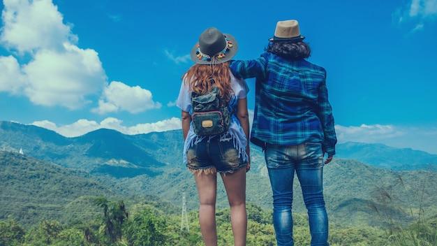 Geliebte frauen- und mannasiatenreise entspannen sich im feiertag