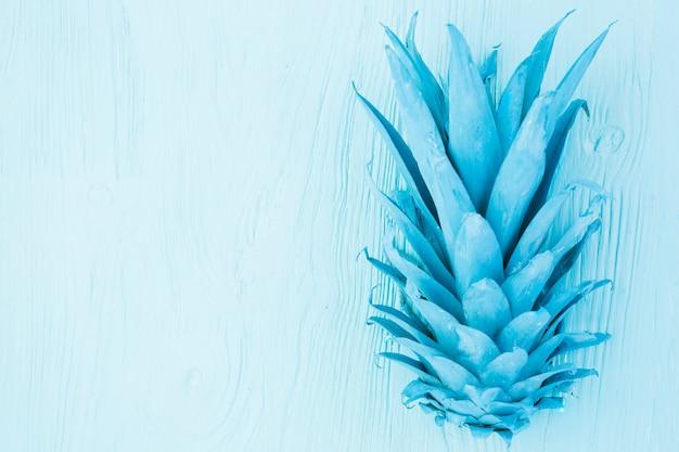 Gemalte azurblaue tropische blätter von ananas