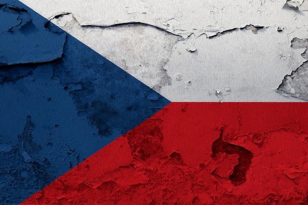 Gemalte staatsflagge der tschechischen republik auf einer betonmauer