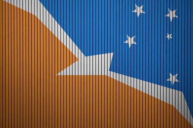 Gemalte staatsflagge von bandera de la provincia auf einer betonmauer