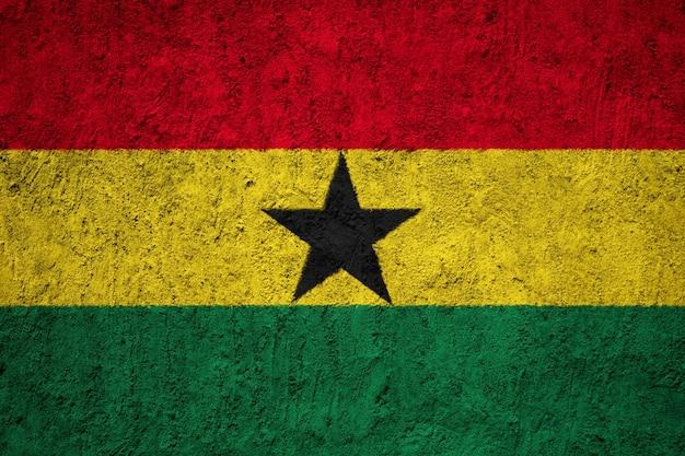Gemalte staatsflagge von ghana auf einer betonmauer