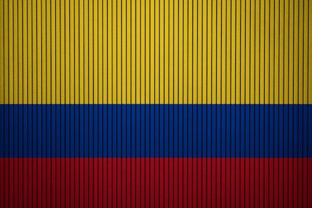 Gemalte staatsflagge von kolumbien auf einer betonmauer