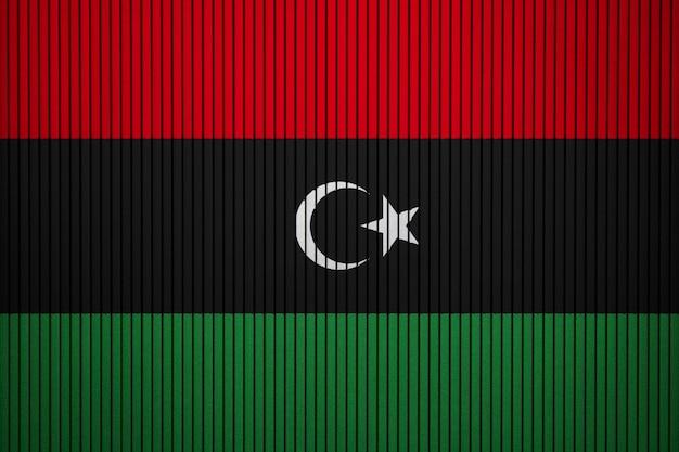 Gemalte staatsflagge von libyen auf einer betonmauer