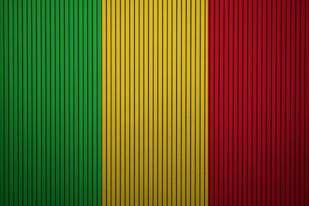 Gemalte staatsflagge von mali auf einer betonmauer